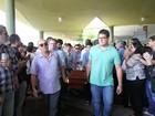 Amigos e familiares dão o último adeus ao secretário Camilo Simões