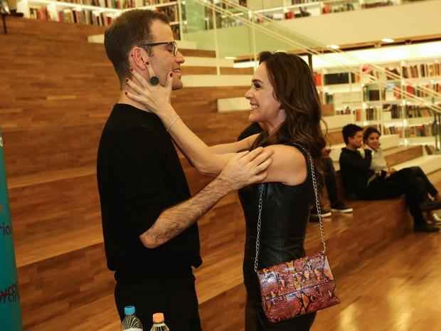 Gabriela Duarte e o marido, Jairo Goldflus, em livraria em São Paulo (Foto: Manuela Scarpa/ Foto Rio News)