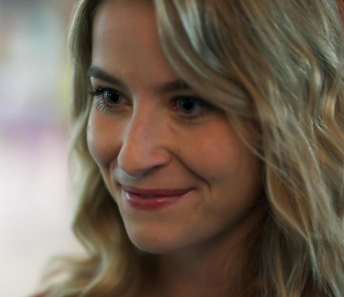 Bárbara inventa que Gabriel anda forçando a barra pra ficar com Joana (Foto: TV Globo)