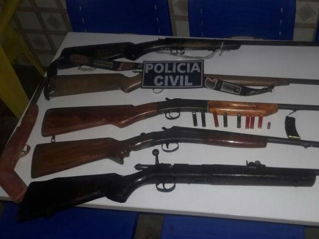 Armas apreendidas irão passar por perícia em Amargosa (Foto: Divulgação / Polícia Civil)