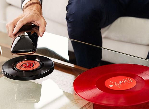 yves béhar love toca discos (Foto: Divulgação)