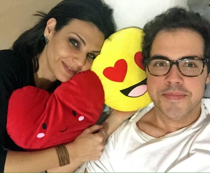 E ao lado da namorada, a jornalista Flávia Salme (Foto: Arquivo pessoal)