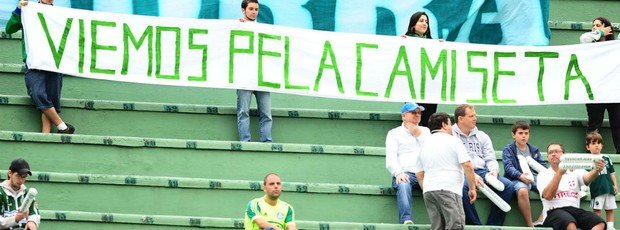 Torcida do Palmeiras protesta (Foto: Marcos Ribolli / Globoesporte.com)