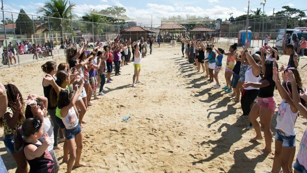 Público chegou cedo para participar de aulas de yoga, tai chi chuan e dança (Foto: Divulgação/ Globo)