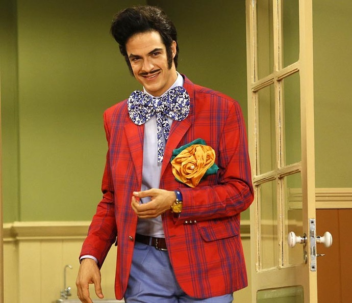 O ator na pele do Zé Bonitinho da Escolinha do Professor Raimundo (Foto: Gshow/ Reprodução)