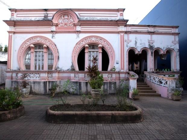 De 1932, Casa Rosa mostra sinais de desgaste no centro histórico de Cáceres. (Foto: Rafael Coelho/Arquivo Pessoal)