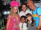 Em Salvador, atriz de 'Carrossel' curte carnaval em bloco infantil com Eliana