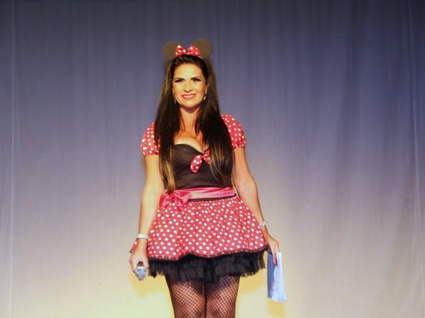 Solange Gomes vestida de Minnie em espetáculo no Rio (Foto: Marcello Sá Barreto/ Ag. News)