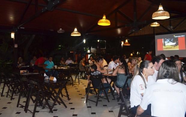 Representantes de agências publicitárias aproveitam o jantar no evento (Foto: Bruna Alves/G1)