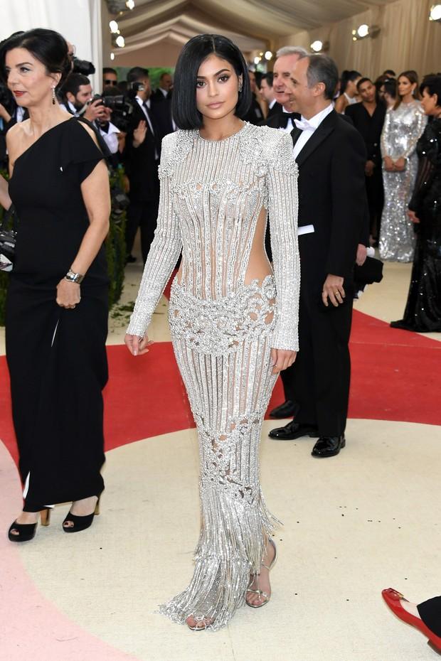 Kylie Jenner no baile de gala do MET, em Nova York (Foto: AFP)