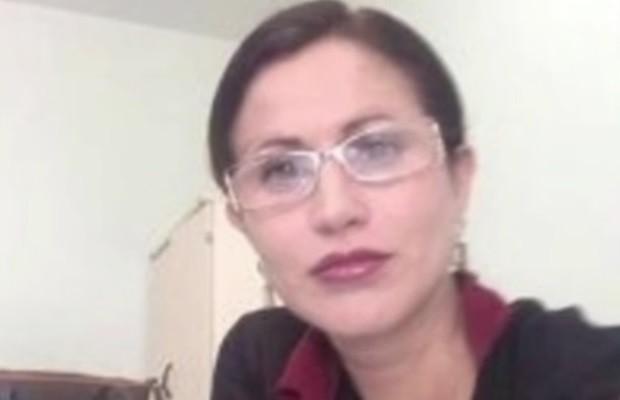 Érika Borges Moura do Amaral 'Tenho prima juíza', diz delegada no carro da PM após ser presa em Goiás (Foto: Reprodução/TV Anhanguera)