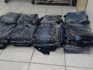 Calças foram encontradas dentro de banheiro, em Garanhuns (Foto: Divulgação/ Polícia Militar)