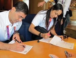 Ney Wilson e Rosicleia Campos no sorteio das chaves do judô (Foto: Gabriele Lomba/Globoesporte.com)