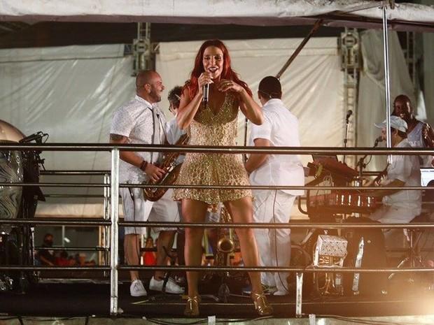 Carnatal 2015 - Ivete Sangalo esbanjou sensualidade com um vestido dourado curtinho (Foto: Alexandre Lago/Gshow)