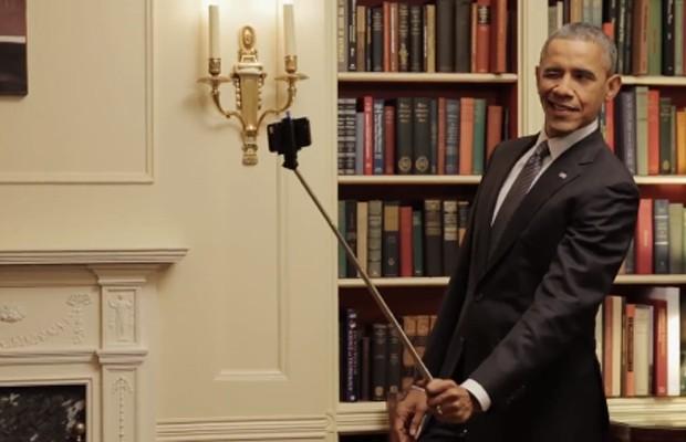 Obama tira selfie no vídeo do BuzzFeed (Foto: Reprodução/ BuzzFeed)
