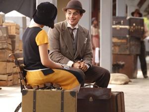 Professor e ex-aluna se encontram na estação de trem