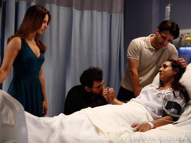Paloma fica agradecida por Alejandra ter contado a verdade (Foto: Amor à Vida / TV Globo)