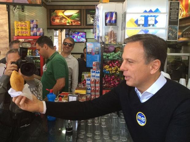 O candidato João Doria em visita ao Brás (Foto: Tatiana Santiago/G1)