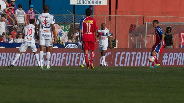 Lance do jogo entre Paraná e Guaratinguetá (Foto: Hedeson Alves / VIPCOMM)