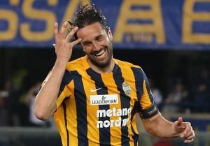 Luca Toni comemora gol pelo Hellas Verona (Foto: EFE/EPA/FILIPPO VENEZIA)