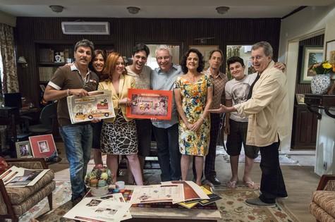 'A grande família': elenco na gravação do último episódio, que irá ao ar nesta quinta-feira (Foto: TV Globo/Ellen Soares)