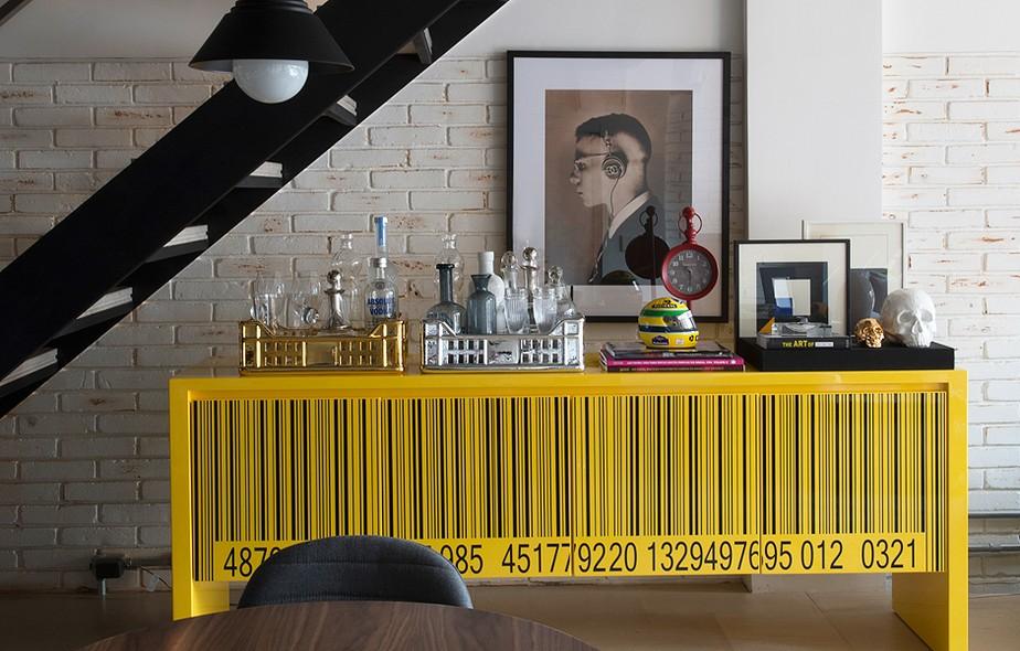 Neste projeto do escritório Triplex Arquitetura (triplexarquitetura.com.br), o destaque fica com o buffet amarelo Rorix, do designer Arbel Reshef, adquirido na Marché Art De Vie (marcheartdevie.com.br)