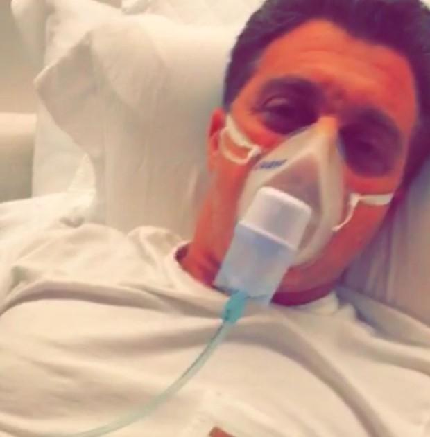 Luciano Huck fazendo nebulização: gripe e resfriado de inverno (Foto: Reprodução/Snapchat)