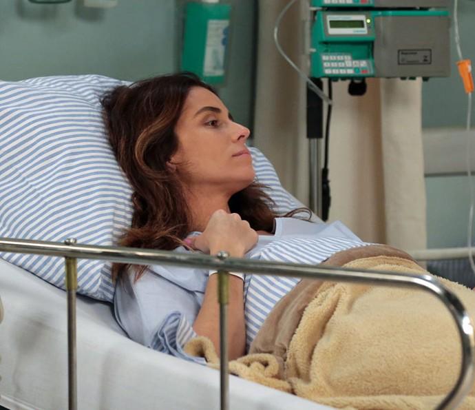 Alice faz os exames necessários e é liberada pelo médico para ir embora do hospital (Foto: Isabella Pinheiro/Gshow)