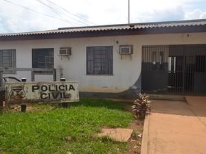Delegacia de Polícia Civil de Cerejeiras investiga o caso (Foto: Jonatas Boni/G1)