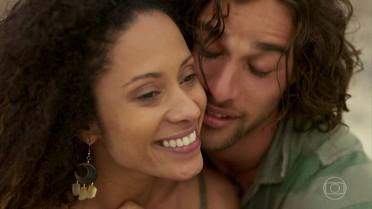 Nuno e Vanda namoram na praia