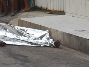 Corpo ficou na pista por mais de duas horas (Foto: Marina Fontenele/G1 SE)
