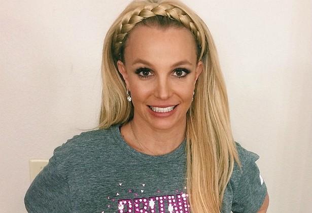 Empregadas de Britney Spears já revelaram que ela guarda brinquedos adultos e hambúrgueres comidos pela metade nos gavetões embutidos em sua cama. Além disso, tira toda a roupa ao chegar em casa e deixa as peças pelo chão. (Foto: Instagram)
