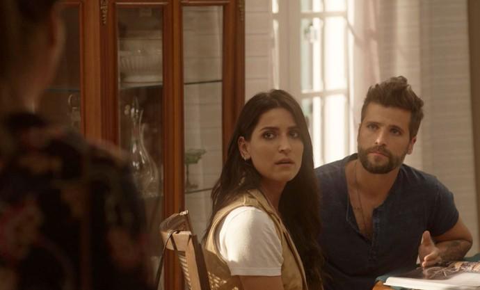 Alice chega e interrompe clima de Mario e Carol (Foto: TV Globo)