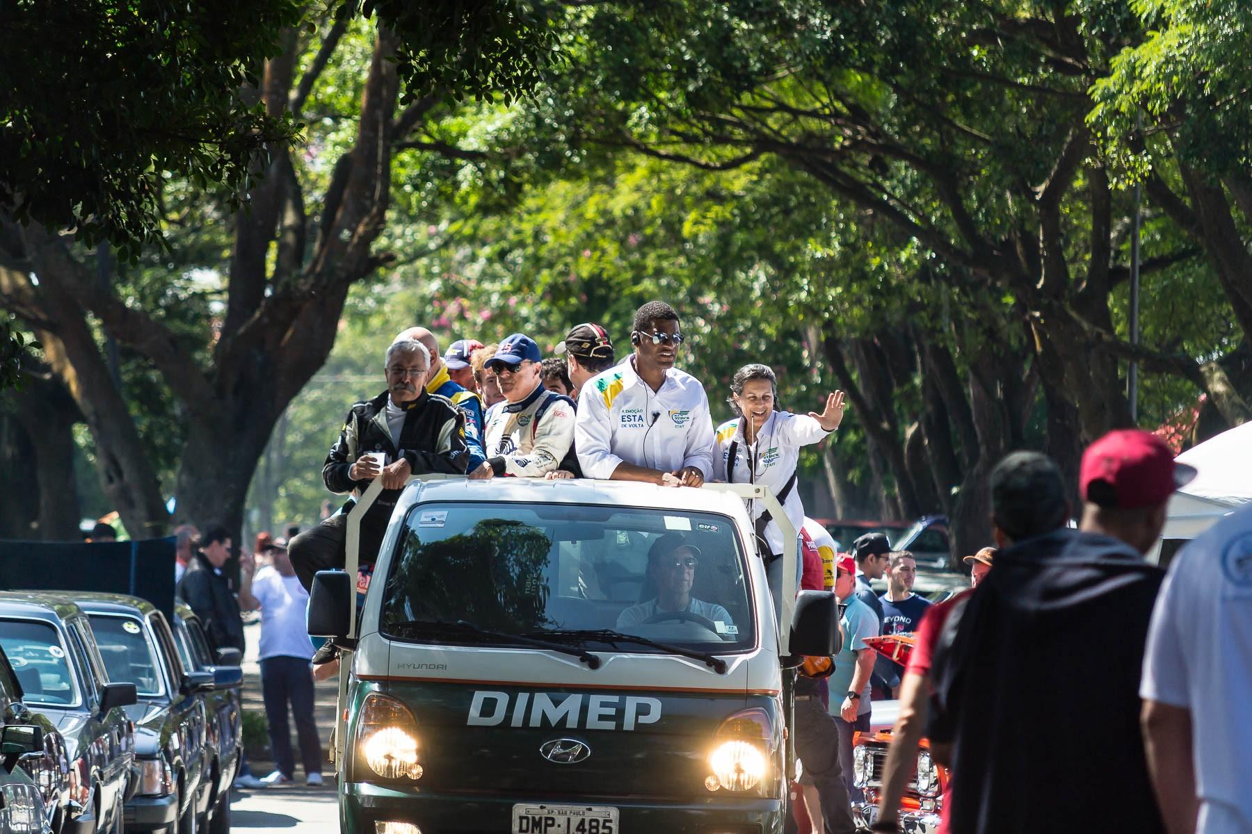 Pilotos no meio da galera (Foto: Divulgação/Andre Lemes)
