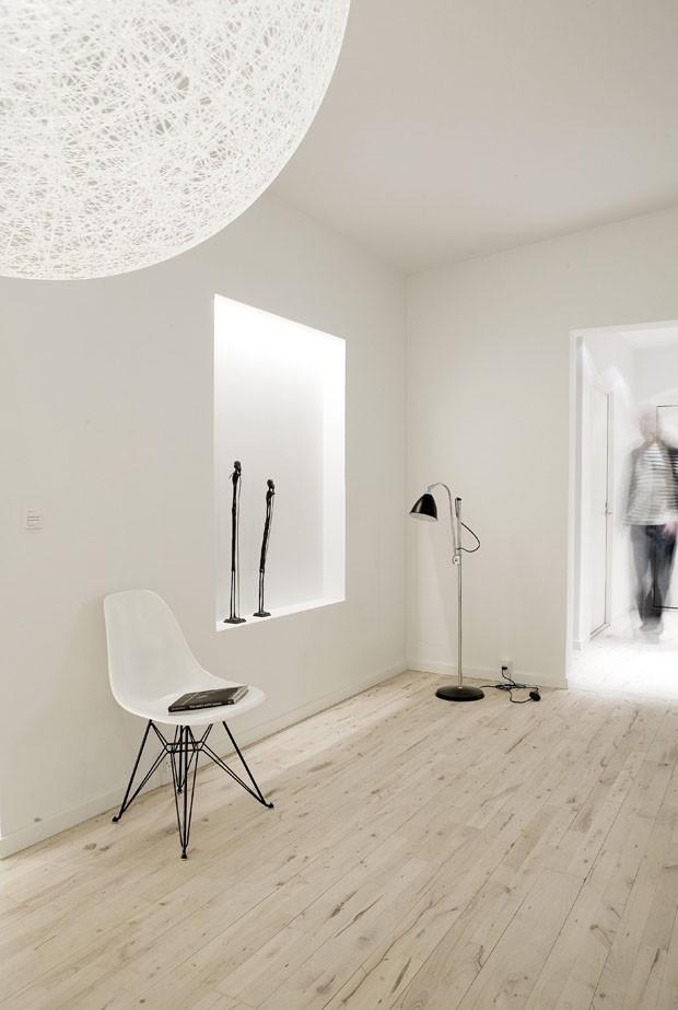 jogos de decoracao de interiores de casas:Jogos de luz sobre o branco