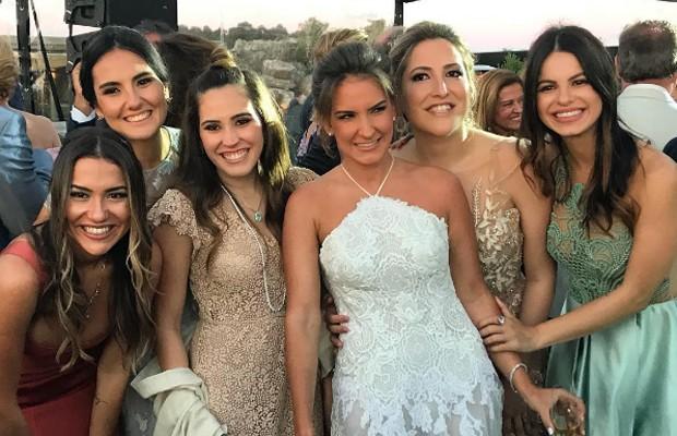Sthefany Brito com amigas em casamento no Uruguai (Foto: Reprodução/Instagram)
