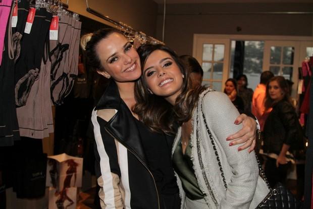 Nathália Rodrigues e Giovanna Lancellotti em evento em São Paulo (Foto: Thiago Duran / AgNews)
