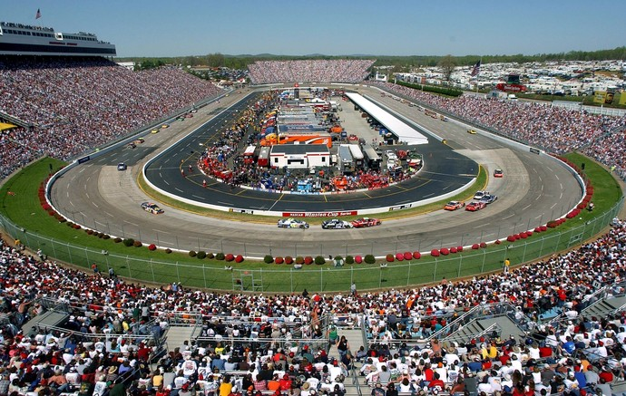 Fãs da Nascar lotam Martinsville Speedway em Martinsville, Virginia (Foto: Getty Images)