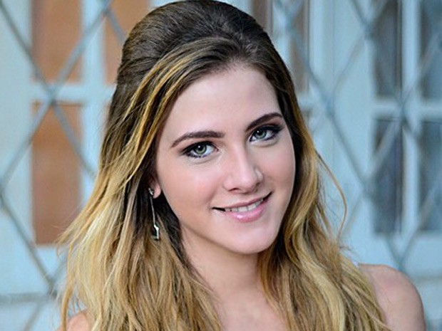 Hanna Romanazzi em Malhação, como Sofia e agora em Alto Astral, como Kitty (Foto: Ellen Soares / TV Globo)