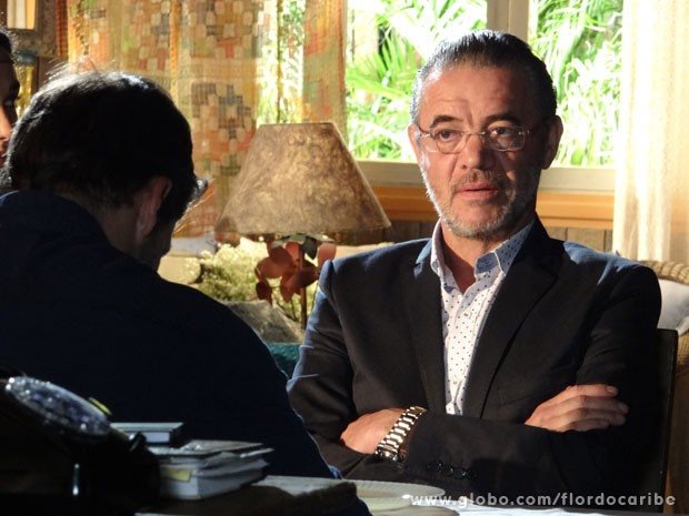 Duque tenta fazar o amigo mudar de ideia (Foto: Flor do Caribe / TV Globo)