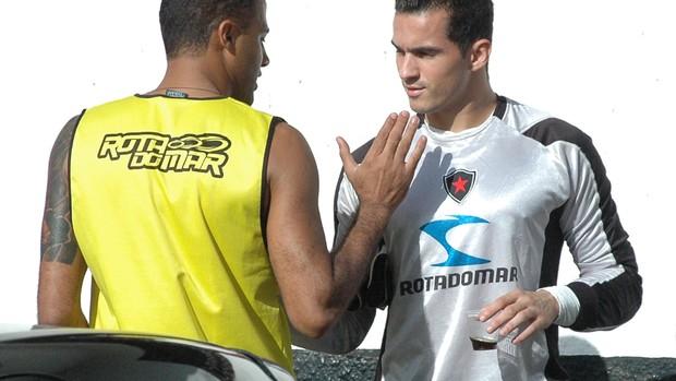 genivaldo, botafogo-pb, goleiro do botafogo-pb, remerson (Foto: Lucas Barros / Globoesporte.com/pb)