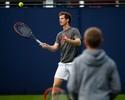 Antes da estreia em Queen's, Murray bate bola com filho de Beckham