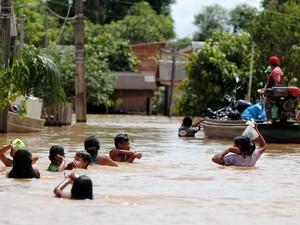 Enchentes aumentam risco de leptospirose (Foto: Marcos Vicentti/ Prefeitura de Rio Branco)