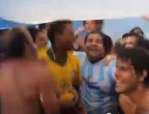 Brsaileiro Canta Musica com Argentinos