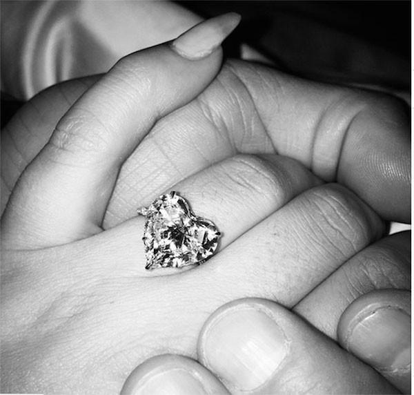 A aliança devolvida por Lady Gaga ao ex-noivo (Foto: Instagram)