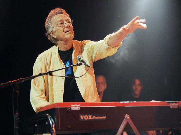 Ray Manzarek, tecladista e fundador do Doors, em show em 2012 (Foto: AP/Chris Pizzello)