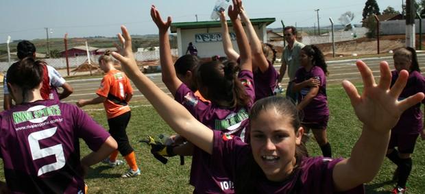 Joinvillenses comemoram título no futebol feminino (Foto: Epa Machado, Divulgação / Fesporte)