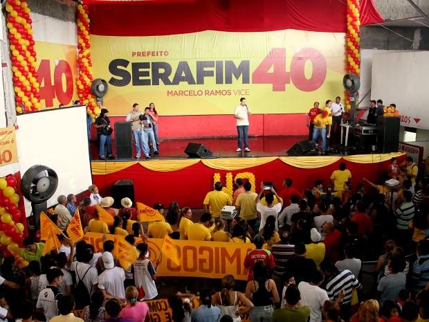 Cadidatos da coligação fizeram um comício na manhã deste sábado (Foto: Mônica Dias/G1)