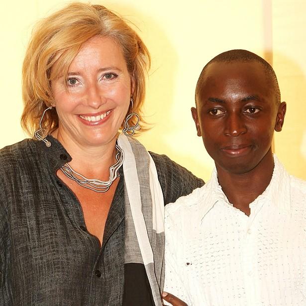 """Após anos fazendo tratamentos para engravidar, Emma Thompson desistiu da via """"natural"""" e adotou um rapaz de 16 anos de Ruanda. (Foto: Getty Images)"""