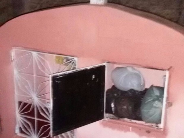 Adolescente confessou aos policiais que escondia a droga no cemitério (Foto: Divulgação/ Polícia Militar)
